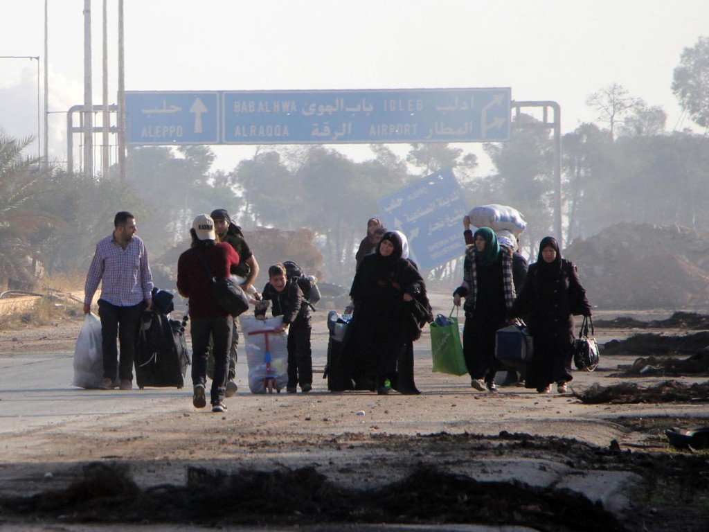 aleppo-civilians-flee-th-fighting