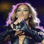 "Beyonce flashing the ""ROC"" hand sign."