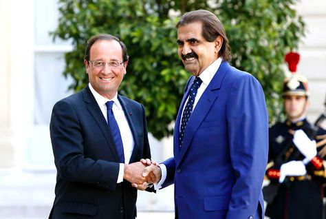 French President Francois Hollande (left) shakes hands with the Emir of Qatar.