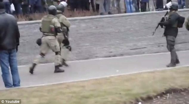 Blackwater mercenaries on the streets of Kiev. Click to enlarge