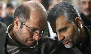 Major General Qassim Suleimani (right), consults with another senior IRGC officer. Click to enlarge