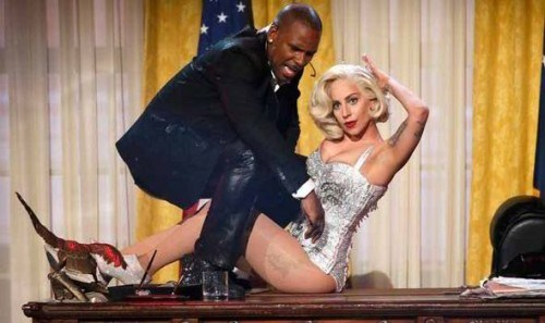 In a bizarre performance at the AMA's R. Kelly played the role of the President while Gaga was Marilyn Monroe, a mind controlled Beta slave.