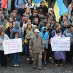Protesters in Kiev demand surrounded Ukrainian troops be saved. Click to enlarge