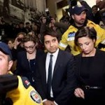 Jian Ghomeshi leave court.