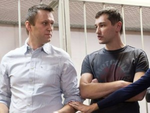 Alexei-Navalny (left) and brother Oleg in court earlier this week. Click to enlarge