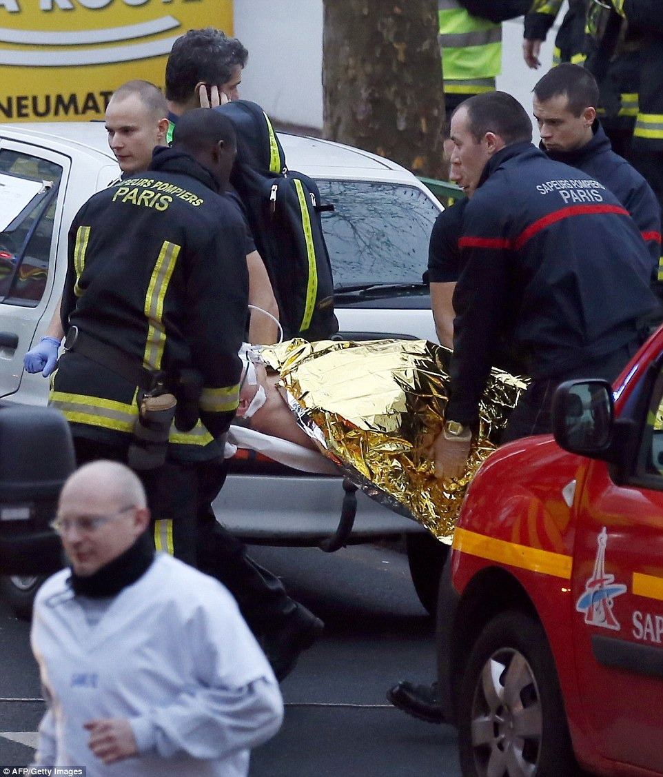 Chicago Shooting Three Killed And Gunman Shot Dead After: Renewed Terror Alert In Paris As Another Gunman Is On The