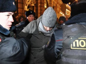 Police arresting Alexei Navalny on his way to the protest for breaking the terms of his house arrest. Click to enlarge