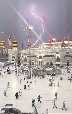 Mecca thunderstorms: a picture captures the moment the fatal crane was toppled