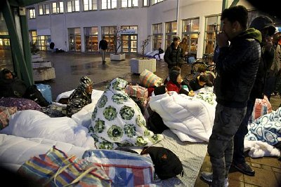 Refugees sleep outside the Swedish migration centre for asylum seekers