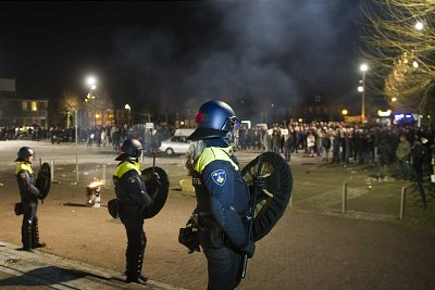 Dutch police face protesters against plans to open a centre for migrants in Heesch, Holland. Click to enlarge
