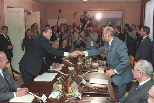 Gorbachev presses Reagan's knuckle with his thumb, in a Masonic handshake at Reykjavik Summit in 1986.