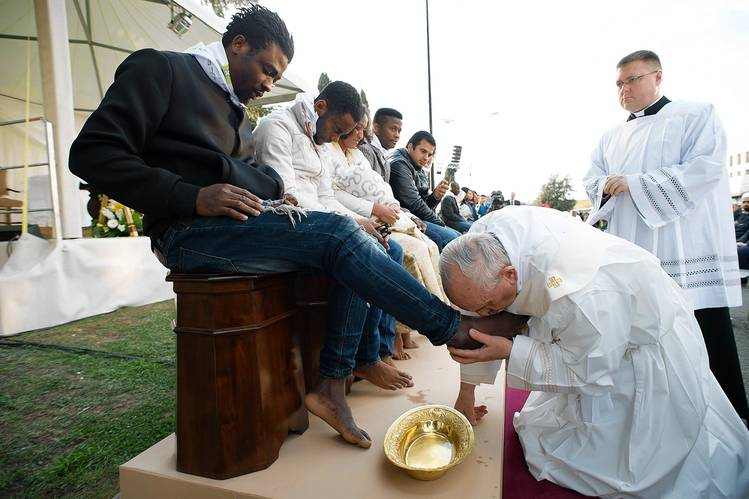 PopeFrancis practising humility