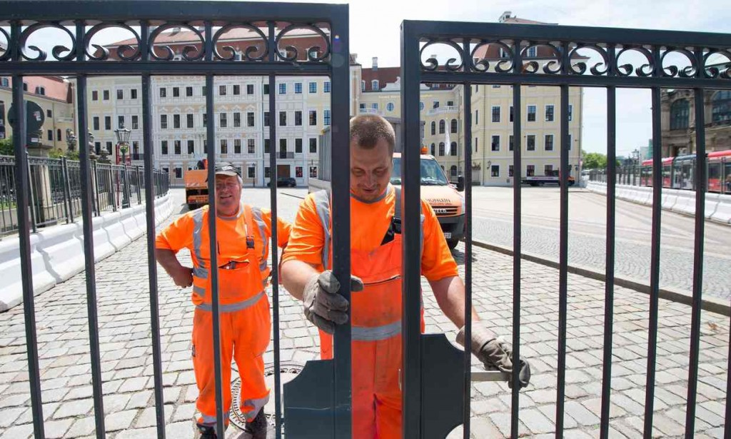 Workers erect a security fence at the Hotel Taschenberfpalais ahead of the upcoming Bilderberg conference. Click to enlarge