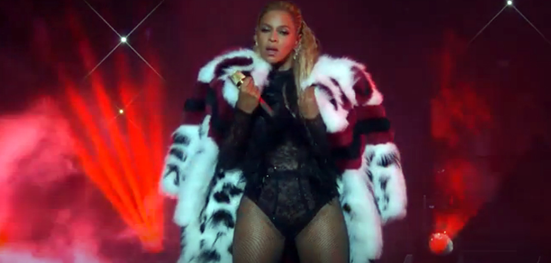 Beyonce's performance at the 2016 VMA. Click to enlarge