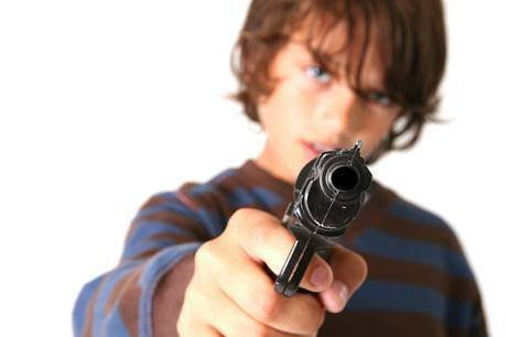 handgun-in-the-hands-of-a-child