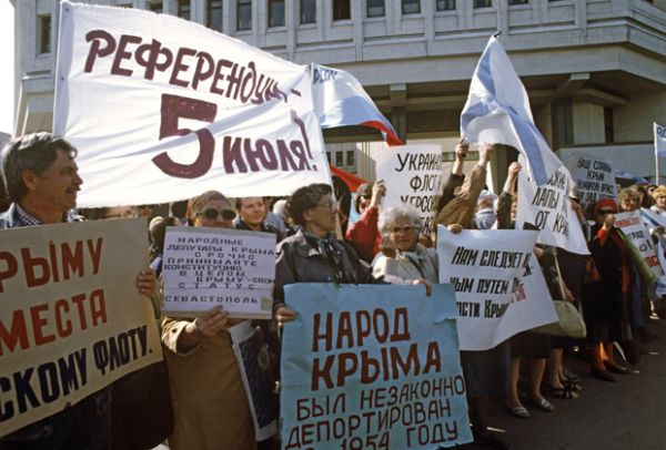 A rally in Simferopol in support of Crimea sovereignty, June 1992. Click to enlarge