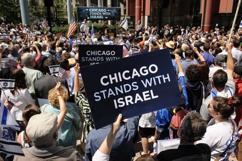A rally organized by the Jewish United Fund during Israel's 2014 attack on Gaza. A new report says that the Chicago organization has channeled large sums of money to anti-Muslim groups, at least in part to shore up US support for Israel. Click to enlarge