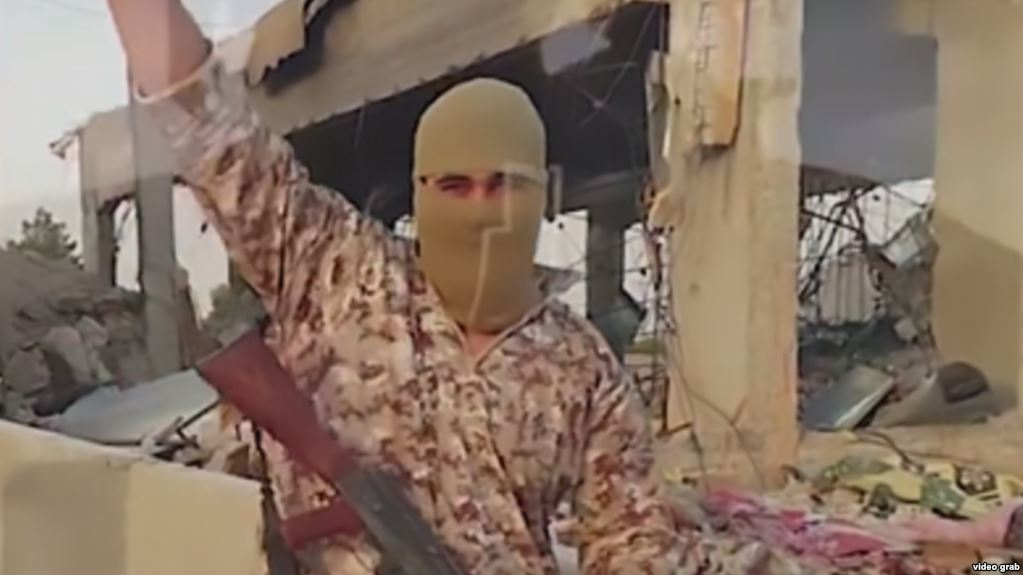 Screen grab from a video released by the militant Islamic group. Click to enlarge