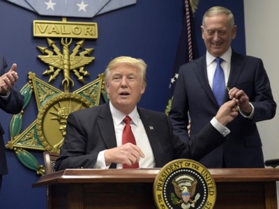 After having proferred a few hasty comments about a number of military questions, President Trump left it to his Secretary of Defense, General James Mattis, to handle all the strategic and tactical aspects. The White House will specify the objectives and the political means, and the Pentagon will be given free reign concerning their implementation. This distinction between politics and the military did not exist in the Obama administration - the Pentagon had to submit all lethal action to the White House.