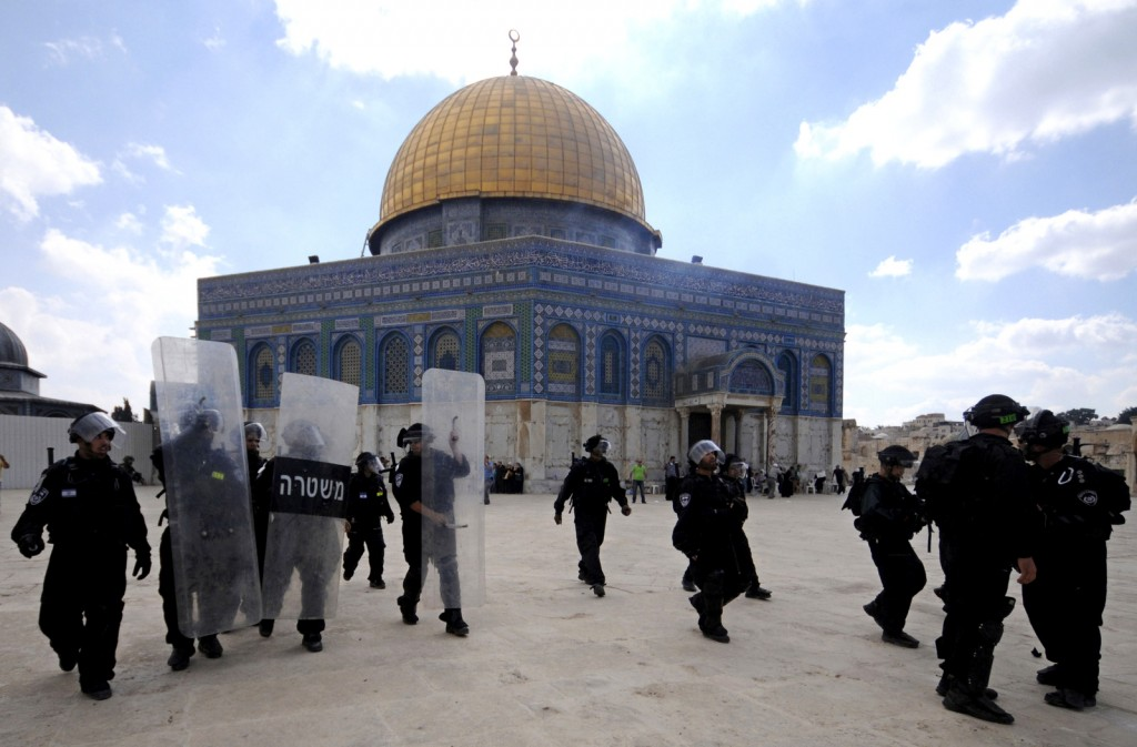 Israeli forces take position during clashes with Palestinian worshippers at the Al-Aqsa Mosqu. Click to enlarge