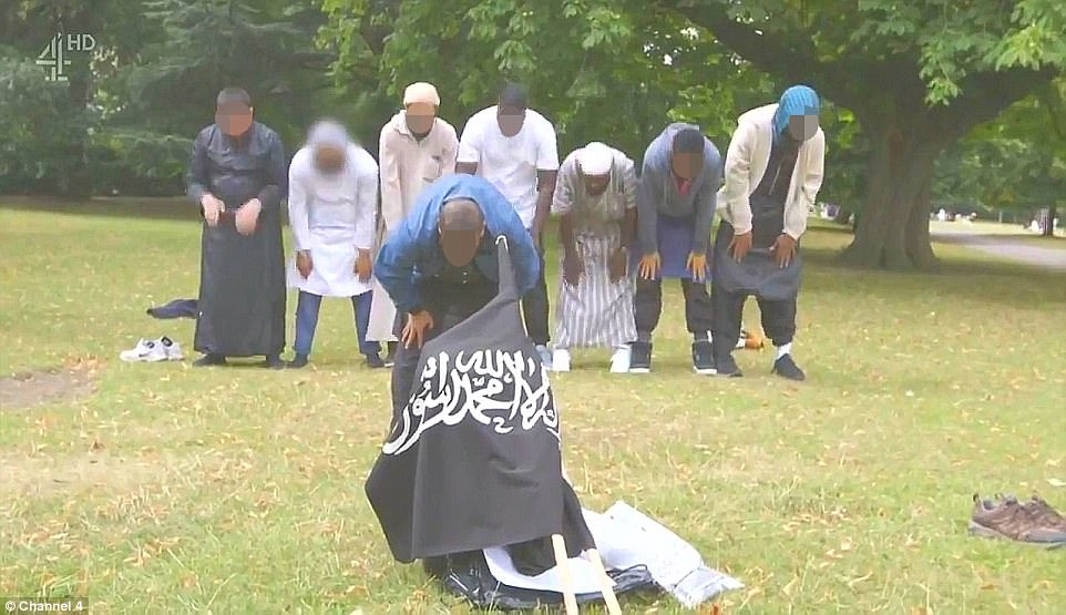 Islamic State Flag unfurled in Regents Park. Click to enlarge