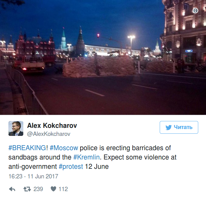 moscow police erect barricades