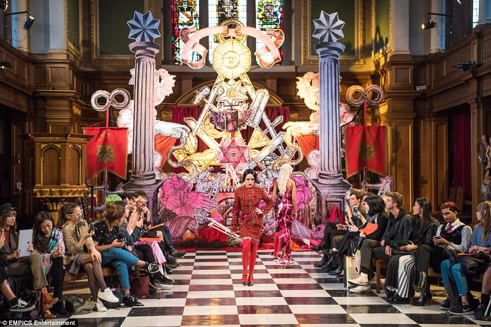 Brooke Candy walks down the runway. For this event, the Church was transformed into an occult temple. More precisely: A Masonic lodge. Click to enlarge