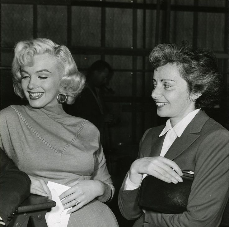 Natasha Lytess and Marilyn on the set of Gentlemen Prefer Blondes. Click to enlarge