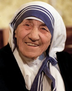 The condition of 85-year-old Nobel laureate Mother Teresa, shown in London in this July 1993 photo, worsened in Calcutta Friday, Aug. 23, 1996, as doctors reversed a decision to remove her respirator a day after her heart stopped beating for nearly a minute during a fever. Doctors revived her with electric shocks. (AP Photo/Chris Bacon)