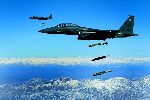 USAF F-15E Strike Eagle drop 2000lbs munitions. Click to enlarge