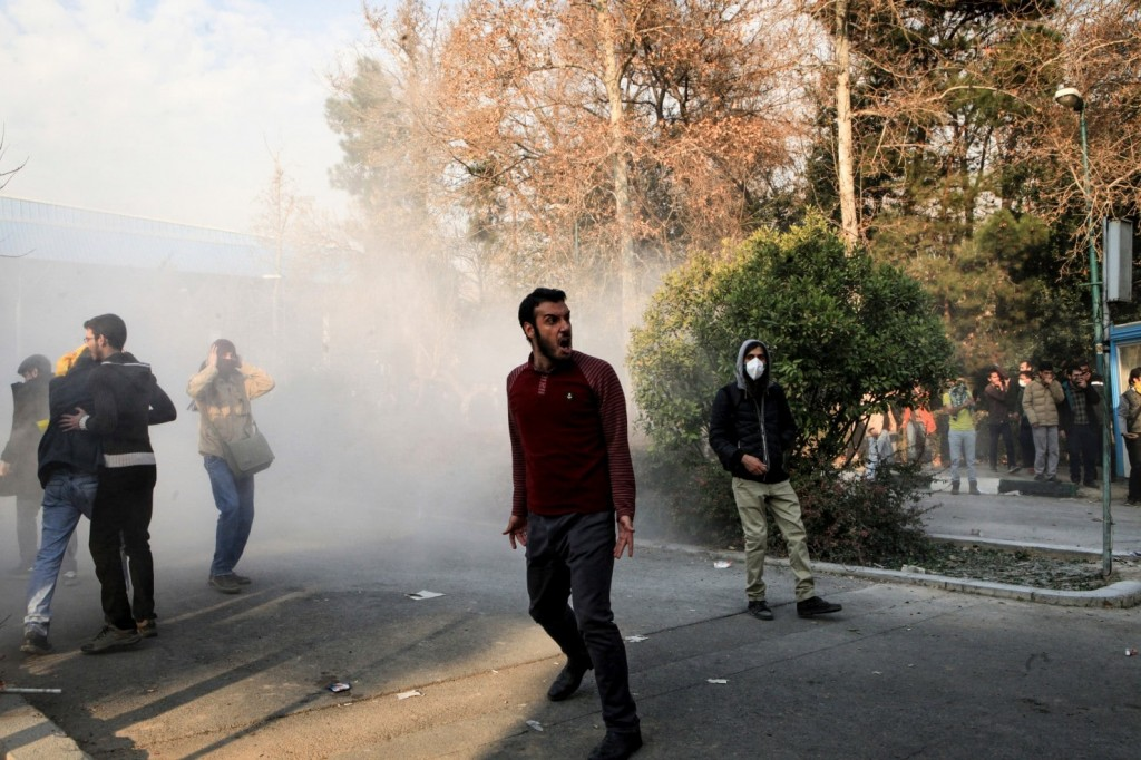 Protests at Tehran University. Again the protesters seem to number no more than a few dozens individuals. Click to enlarge