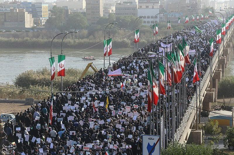 People take part in pro-government rallies, Iran, January 3, 2018. Tasnim News Agency. Click to enlarge
