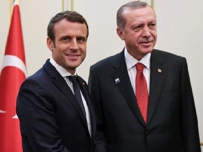 When questioned on the support that Turkey and France once lent to the jihadists in Syria, the Turkish President accused the France2 journalist who had interrogated him of speaking like a terrorist who had gobbled up , the preachings of Fethullah Gullen. The French President for his part refused to comment on his predecessors' policies.