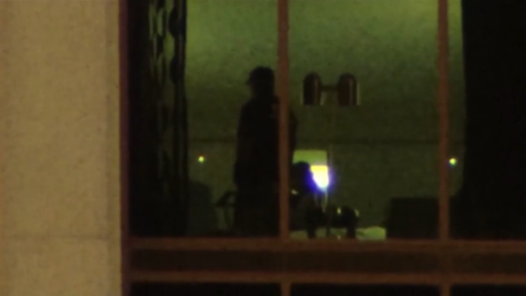 Two FBI agents working inside Mandalay Bay room 32-132 just after the 1 Oct. massacre. (Screenshot via Mirror.co.uk) . Click to enlarge