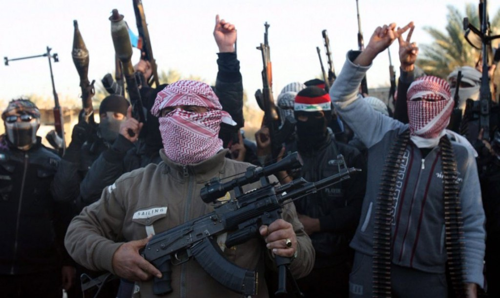 Masked Sunni gunmen chant slogans against the Iraqi Shiite-led government during a protest in Fallujah city, western Iraq, 07 January 2014. Fresh clashes erupted on 07 January in restive western Iraq between tribesmen and al-Qaeda militants trying to enter the city of Ramadi. The fighting was underway in Ramadi, the capital of Anbar province, as militants of the Islamic State in Iraq and the Levant (ISIL) were trying to enter the city.
