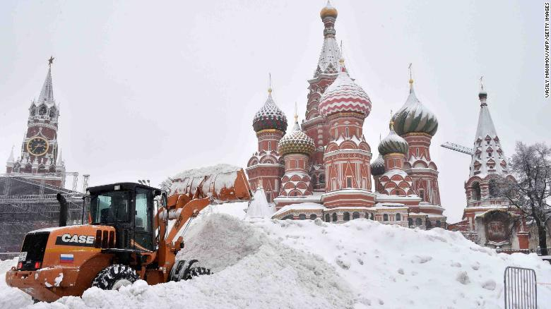 A bulldozer shovels snow off Red Square as snow falls in Moscow on February 4, 2018.   / AFP PHOTO / Vasily MAXIMOV        (Photo credit should read VASILY MAXIMOV/AFP/Getty Images)