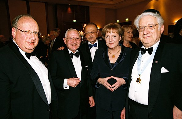 At 2008 B'nai B'rith banquet, Angela Merkel uses a Masonic sign to communicate her loyalty to Masonic Jewish world tyranny. Click to enlarge