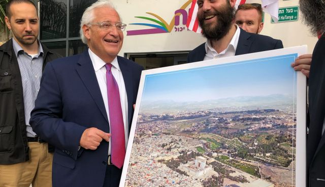 US Ambassador to Israel presented with picture of Jerusalem with the Third Temple replacing the Al Aqsa Mosque. Click to enlarge