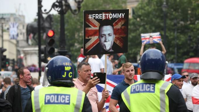 Free Tommy protest2