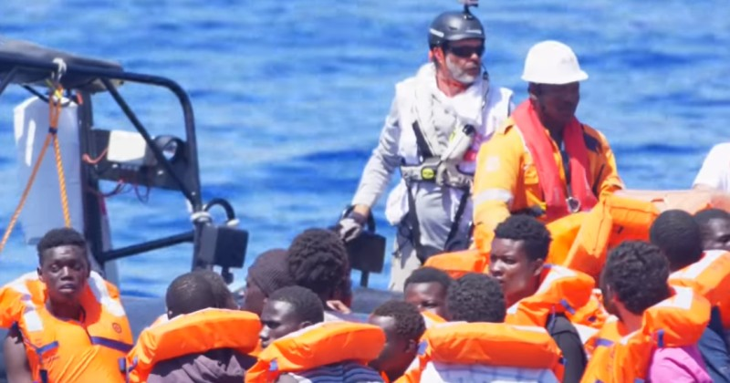 [Image: African-migrants-threaten-to-kill-Italia...l-crew.jpg]