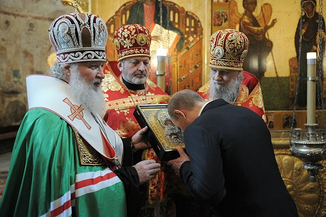 Putin inaugurated by Archbishop Kirill. Click to enlarge