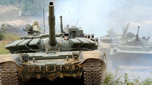 Russian tanks take part in Zapad-17. Click to enlarge
