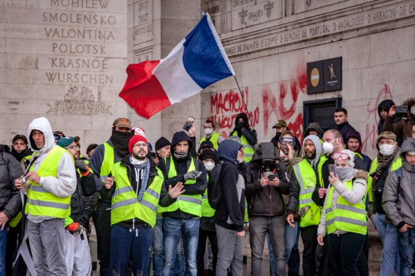 French yellow jackets protest