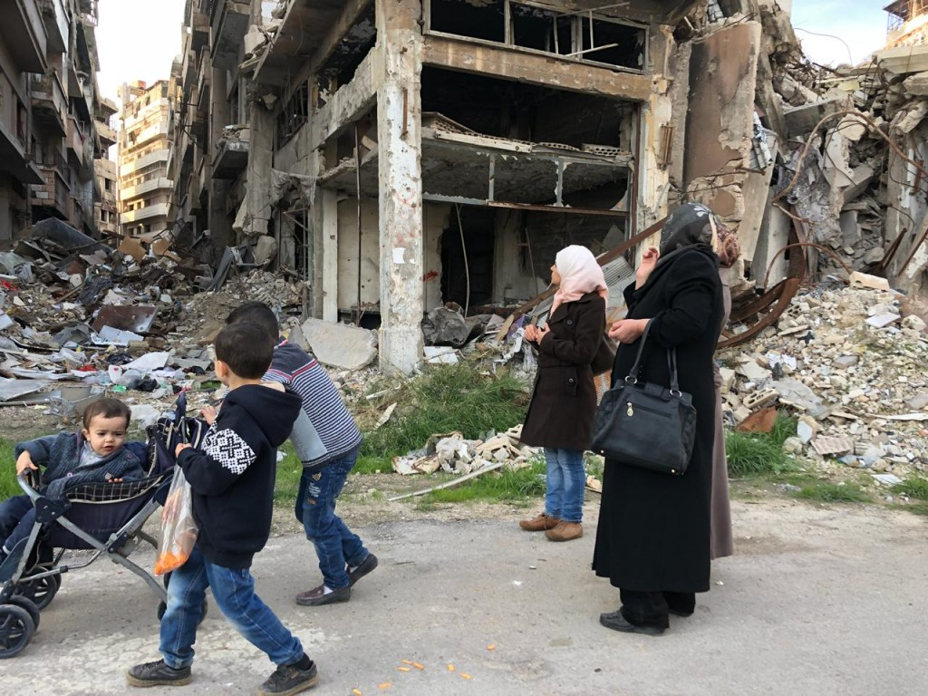 Homs families visit their destroyed street