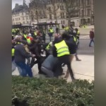 French journalists viciously beaten at Yellow Vest protest (Video)