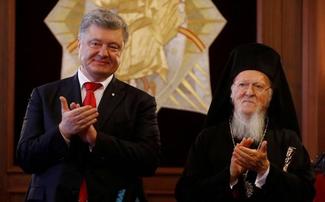 Patriarch Bartholomew helped the Ukrainian President create a new schismatic church. Click to enlarge