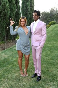 "On January 25th, the ""power couple"" Jay-z and Beyoncé organized a pre-Grammy brunch with industry guests such as Diddy, Dj Khaled, Rihanna, the Jonas Brothers and many more. This media event was promoted all over the news by mainly using this pic of Beyoncé doing the 666 hand sign. Click to enlarge"
