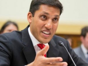 """The president of the Rockefeller Foundation, Dr. Rajiv Shah, is a senior U.S. official who specializes in manipulating """"humanitarian relief"""" as a means of political pressure. He was director of the Bill & Melinda Gates Foundation's environmental program in Africa and was later appointed by Hillary Clinton as director of the U.S. Agency for International Development (USAID). He would be a member of The Fellowship, the prayer group that brings together the US Chiefs of Staff and Hillary Clinton next to the Pentagon."""