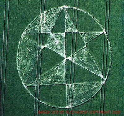 The crop circle that appeared near Alton Barnes, Wiltshire, in May 2000