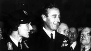 Lord and Lady Mountbatten visit Melbourne in 1946. Click to enlarge